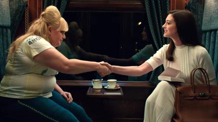 Hai ả lừa đảo gặp nhau trên tàu